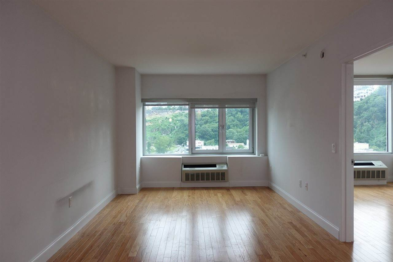 4. Residential for Rent at 1700 Park Avenue #518 Weehawken, New Jersey 07086 United States