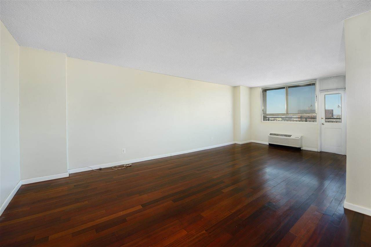 3. Condominiums for Rent at 100 Manhattan Avenue #1504 Union City, New Jersey 07087 United States
