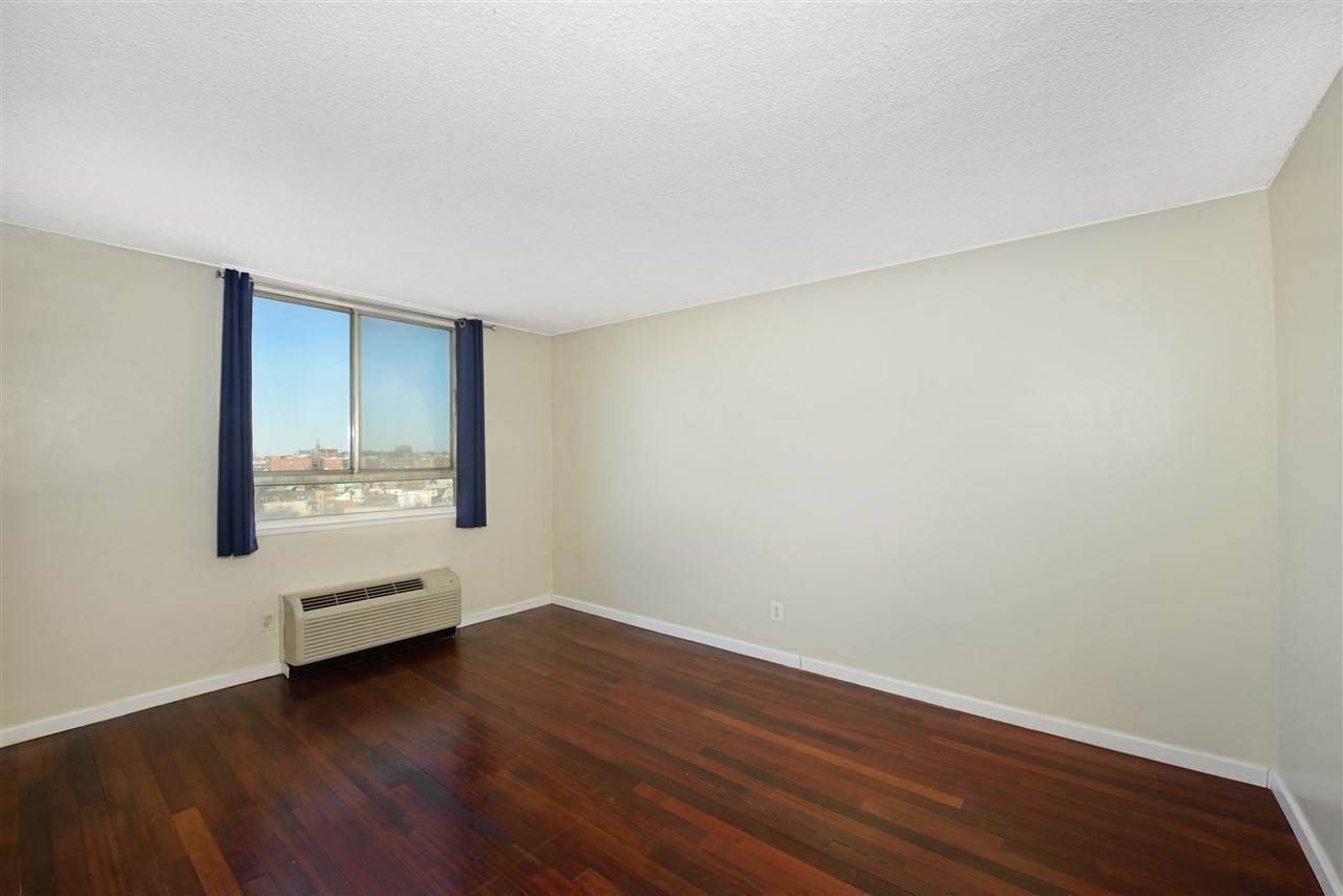 6. Condominiums for Rent at 100 Manhattan Avenue #1504 Union City, New Jersey 07087 United States