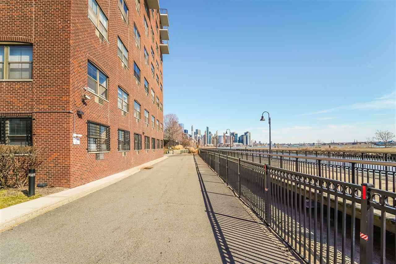19. Residential for Rent at 1 Greene Street #M-09 Jersey City, New Jersey 07302 United States