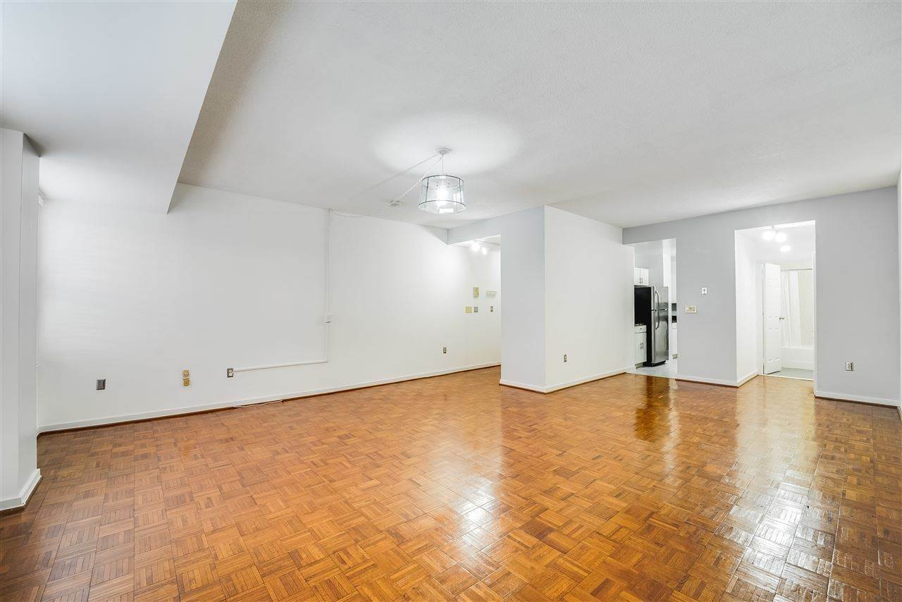 4. Residential for Rent at 1 Greene Street #M-09 Jersey City, New Jersey 07302 United States