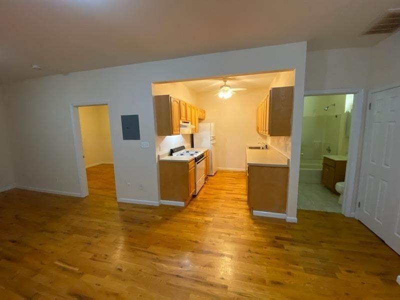 2. Residential for Rent at 391 Broadway #3r Bayonne, New Jersey 07002 United States
