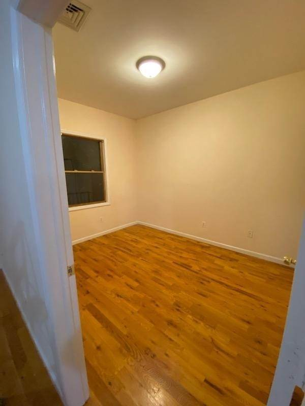 17. Residential for Rent at 391 Broadway #3r Bayonne, New Jersey 07002 United States