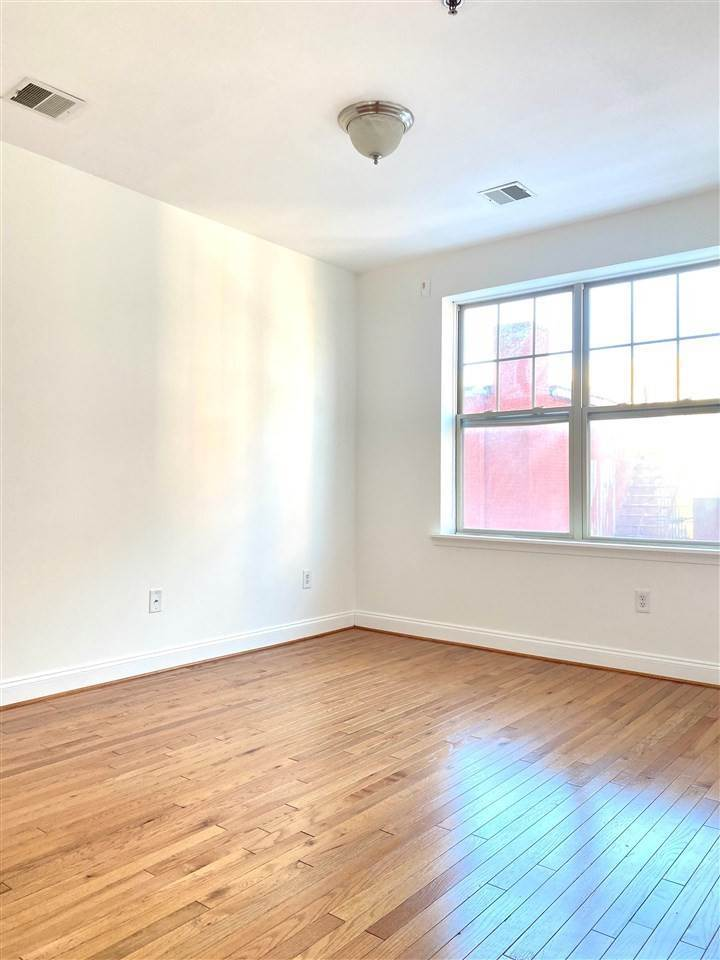 7. Condominiums for Rent at 4401 Park Avenue #2C Union City, New Jersey 07087 United States