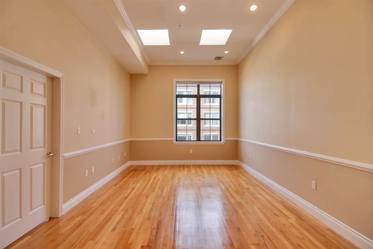 3. Condominiums for Rent at 729 Madison Street ##4G Hoboken, New Jersey 07030 United States