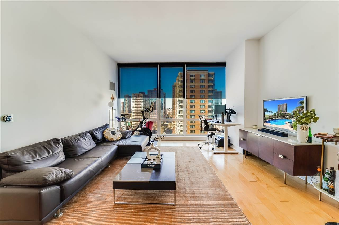 2. Condominiums for Rent at 2 2nd Street #1807 Jersey City, New Jersey 07302 United States