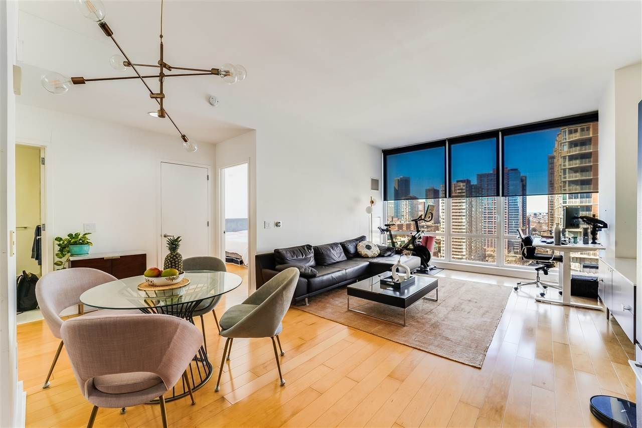 6. Condominiums for Rent at 2 2nd Street #1807 Jersey City, New Jersey 07302 United States