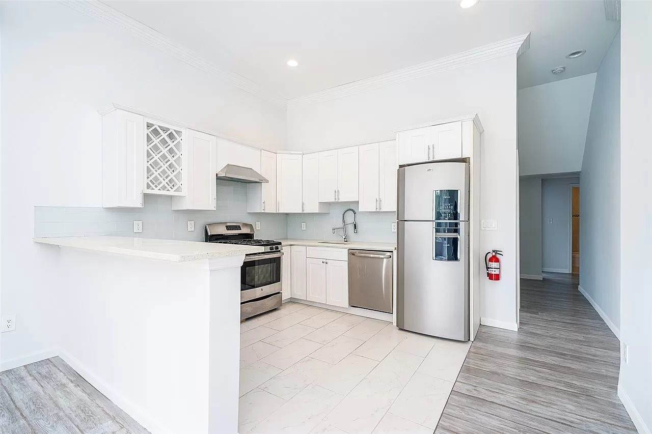 Residential for Rent at 91 Palisade Avenue #1 Jersey City, New Jersey 07306 United States